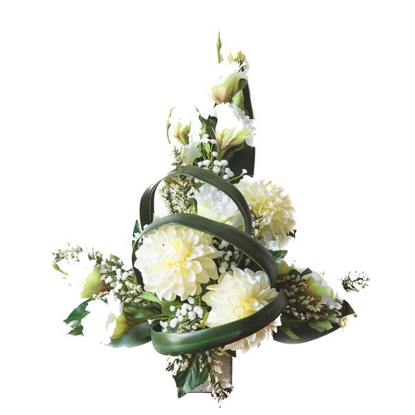 mazzo di crisantemi bianchi in plastica con verde